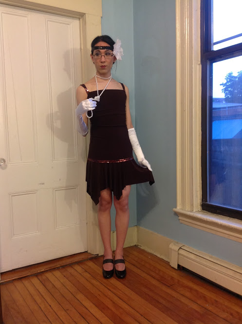 Marina dressed as a 1920s flapper for a Great Gatsby party.